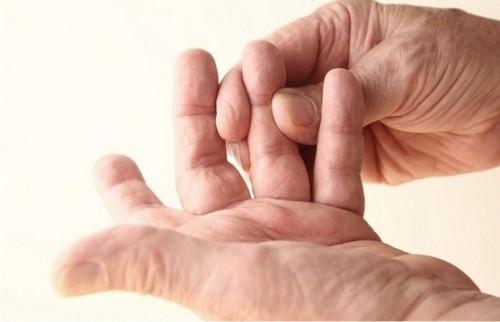 Онемение пальцев рук - причины и лечение