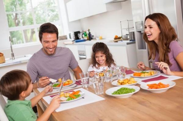 Лицом к тарелке. Как научить себя и своих детей есть правильно?